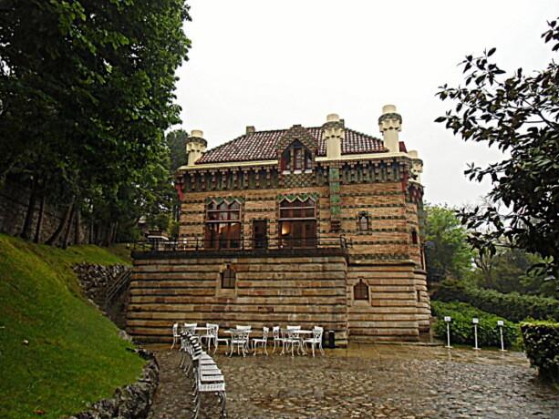 La fachada de la parte más cercana a la entrada al recinto