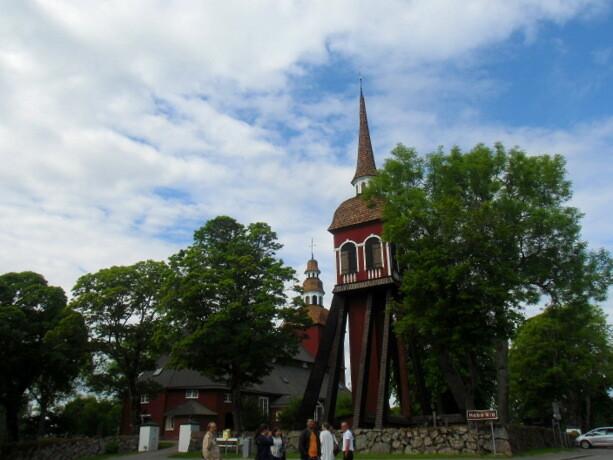 La iglesia y campanario de Habo