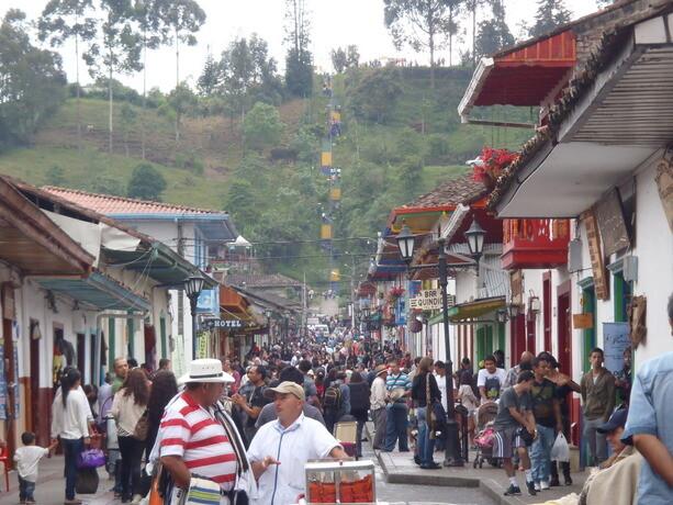 La Calle Real de Salento bulle de vida con miles de visitantes