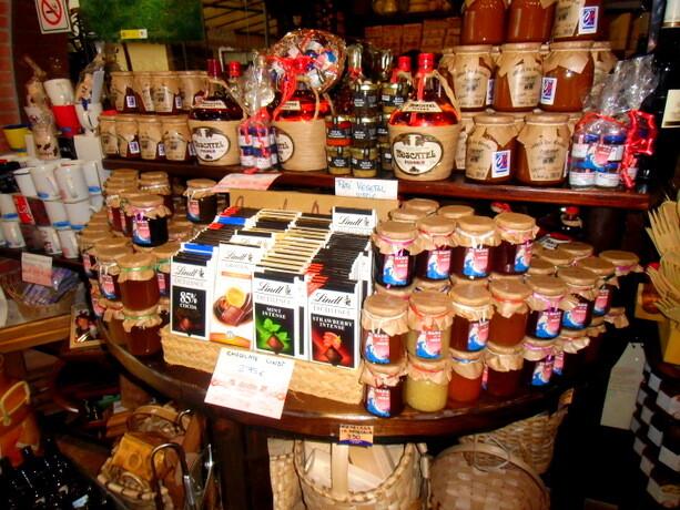 En la tienda de Joselín puedes encontrar una gran variedad de productos y delicatessen