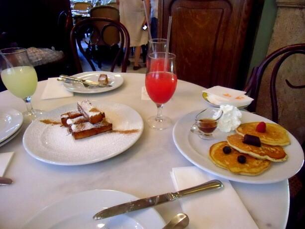 Pancakes, picatostes, granizados y helados atraen..