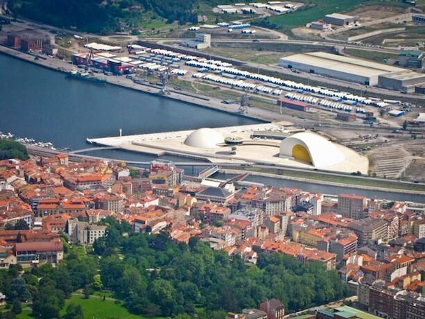 El Centro Niemeyer en Avilés desde el aire