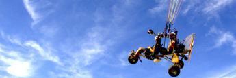 Colgado del cielo en Paramotor Albacete