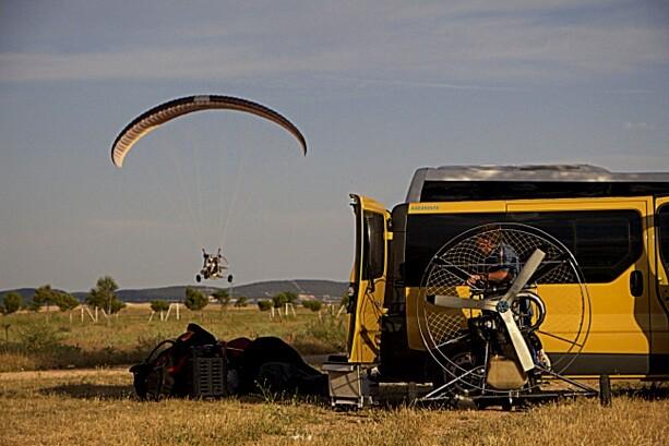 Transportado en furgoneta, preparando Paramotor Albacete