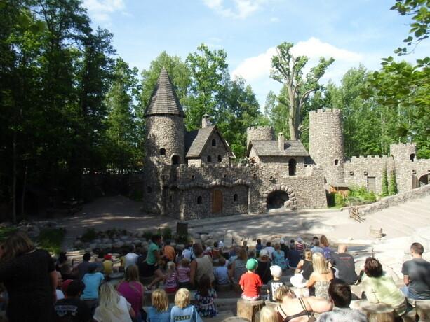 Comenzaba el cuento de Ronja, la hija del bandolero, en el castillo