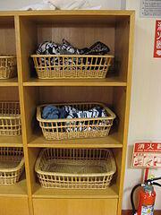 Ropa en las taquillas de un onsen