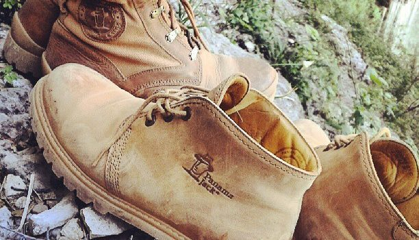 Mis botas Panama nama Jack en el nacimiento del Río Mundo (con las de @TxemaLeon) en Albacete