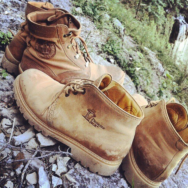 Mis botas Panama Jack en el nacimiento del Río Mundo (con las de @TxemaLeon) en Albacete