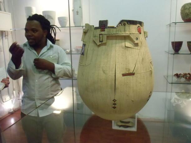 Andile Dyalvane nos muestra sus cerámicas