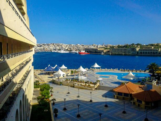 Vistas a la piscina Grand Hotel Excelsior La Valletta Malta