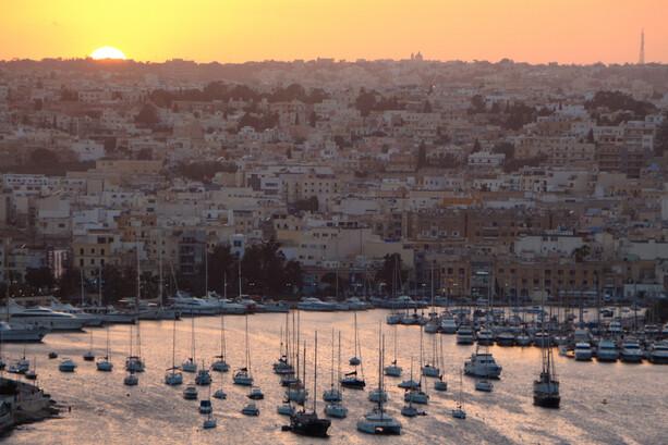 Puesta de sol desde Jardines Hastings en Malta