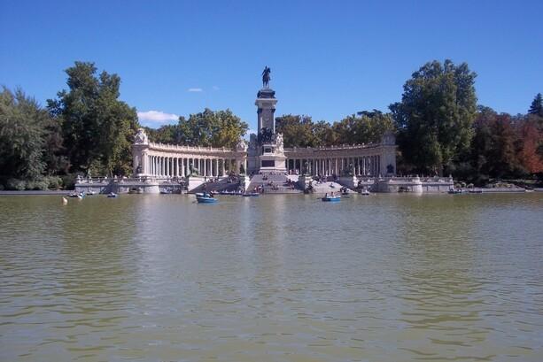 El estanque del Parque del Retiro en Madrid