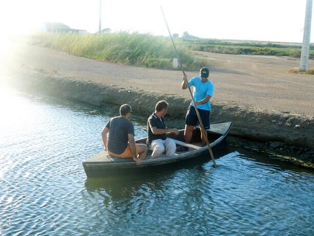 Pedazo de arte el mio llevando la barca...