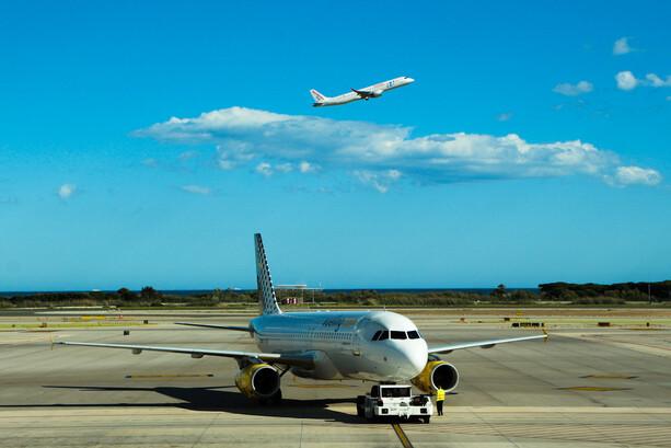¿Interfieren los teléfonos móviles con los instrumentos de un avión?