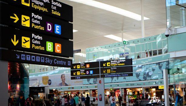 Los teléfonos móviles de los pasajeros en un aeropuerto ¿no afectan a los instrumentos de vuelo?