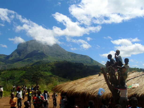 Niños en las montañas de Gurué