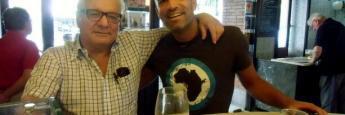 Con Javier en un bar de Madrid