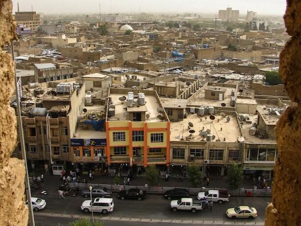 La moderna ciudad desde la vieja ciudad de Erbil, Kurdistan, Iraq