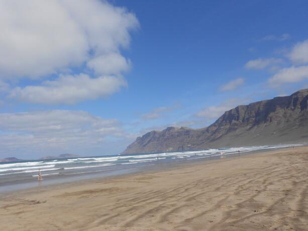 La preciosa playa de Famara