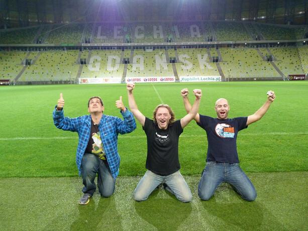 Sele, Avistu y Adrián en el césped del PGE Arena de Gdansk