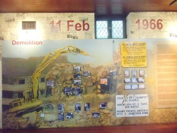 Panel que muestra el día en el que comenzaron los desalojos