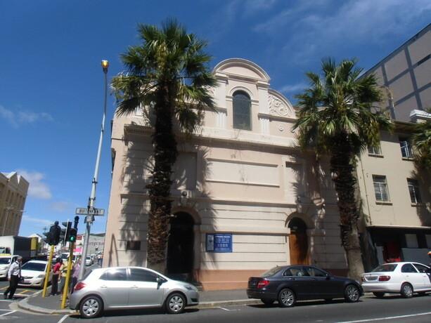 La fachada del museo del Distrito 6. Un edificio humilde