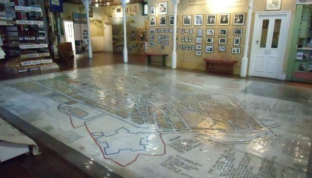 El mapa del Distrito 6 cubre la planta baja del museo