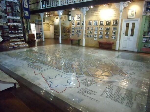 El mapa del Distrito 6 cubre la planta baja