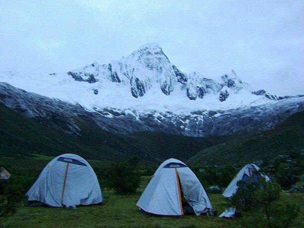 Durmiendo a unos 4.500 metros en el trekking de Santa Cruz en Perú