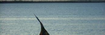 Un barco solitario en Isla de Mozambique