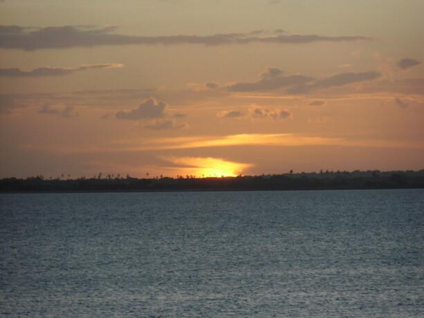 El Sol se marcha por el Oeste visto desde Isla de Mozambique
