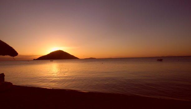 El lago Malawi se baña en oro