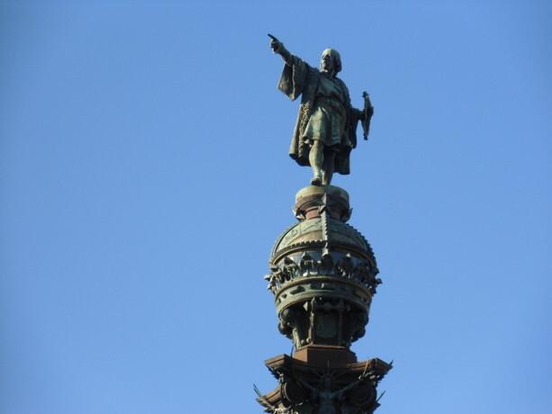 Pues resulta que el amigo Colón señala hacia donde no es