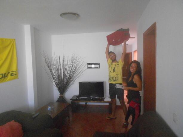 Ana e Ivan en el living room de la casa