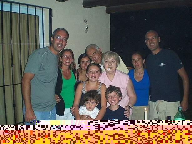 Mi querida familia mendocina allá por 2009. ¡Qué grandes!.