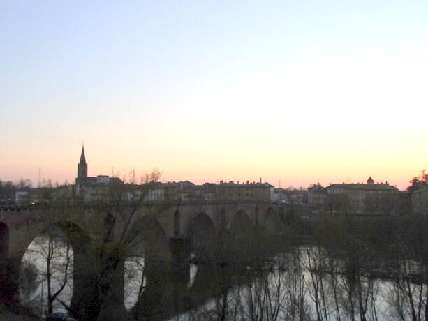 El Puente Viejo es uno de los símbolos más importantes de Montauban