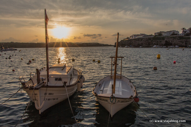Botes en Cales Fonts al amanecer, Es Castell, Menorca