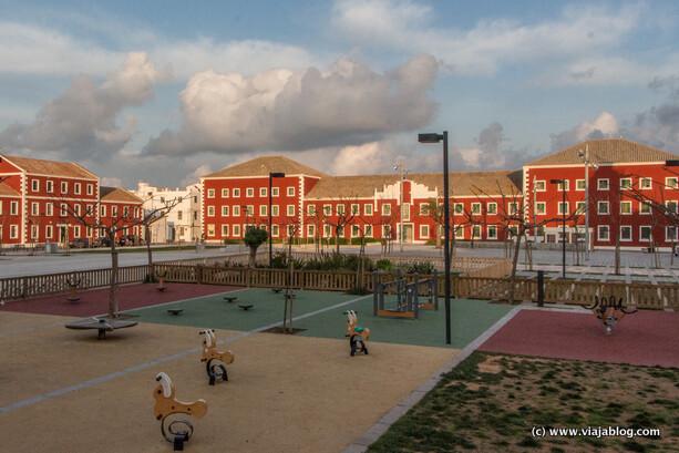 Explanada con edificios militares británicos, Es Castell, Menorca