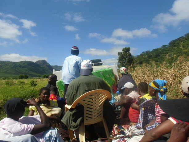 Viajando en un camión por el norte de Mozambique