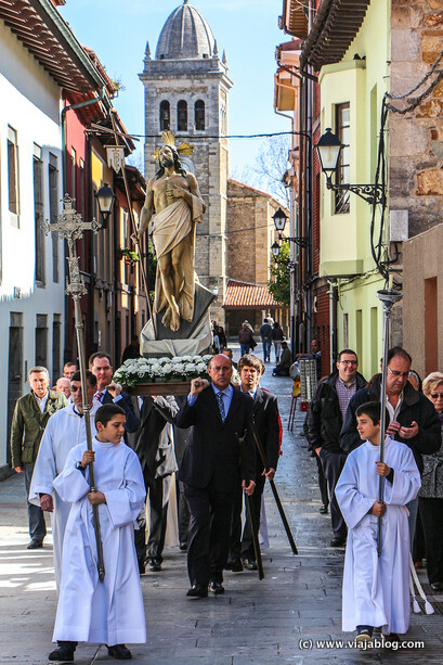 Traslado del Cristo de la Resurrección el día de Pascua para la Procesion de La Venia en Luanco