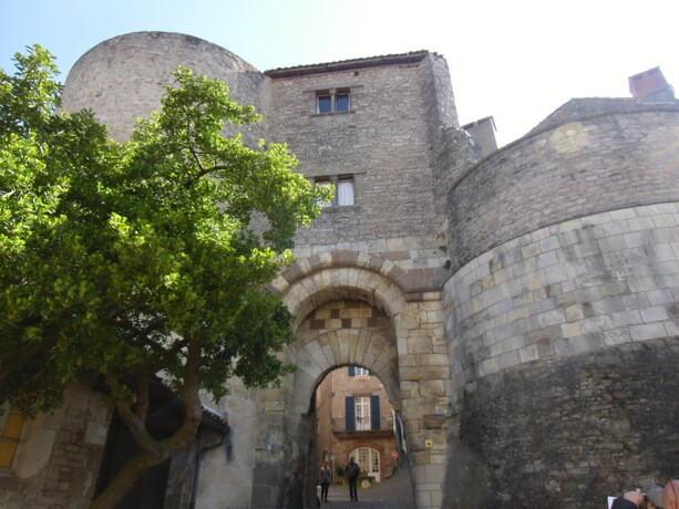 La puerta de la muralla por la que accedimos a Cordes Sur Ciel