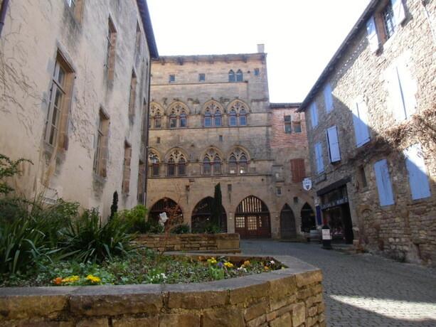 Una de las bonitas casas góticas de Cordes Sur Ciel