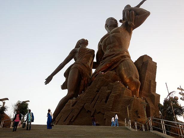 monumento-africa-dakar