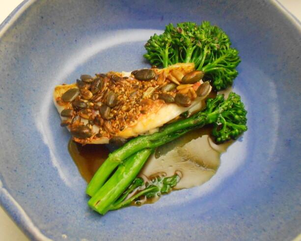Mi plato preferido de la noche: salmonete con semillas y brócoli