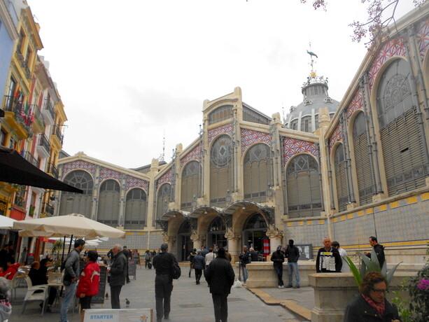 La fachada exterior del Mercado Central de Valencia