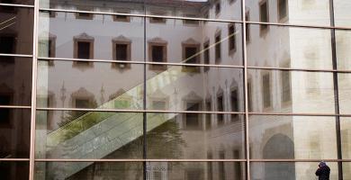 Cristalera interior del CCCB en el Raval