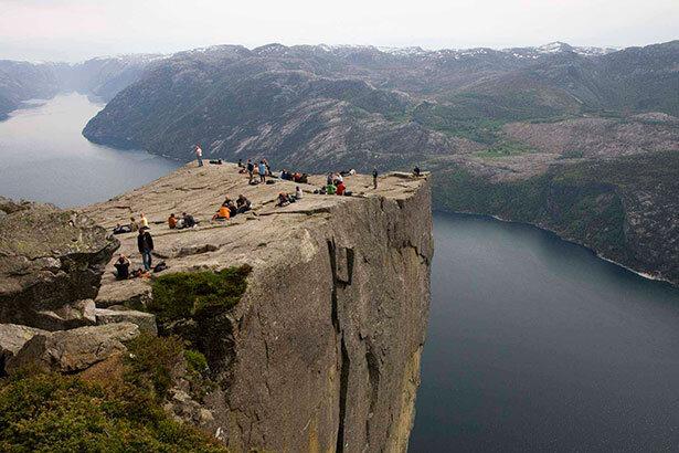 600 metros de caída escalofriante desde la famosa Pulpit Rock en Stavanger
