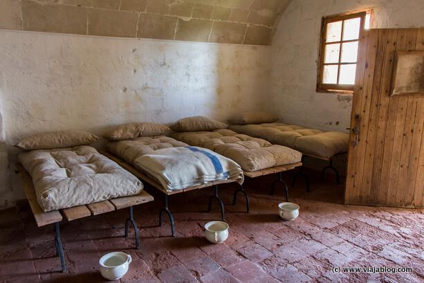 Vista parcial sala de pacientes del Hospital Isla del Rey en Menorca