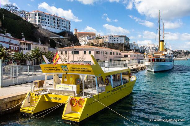 Barco Yellow Catamarans que también realiza el traslado al Hospital Isla del Rey