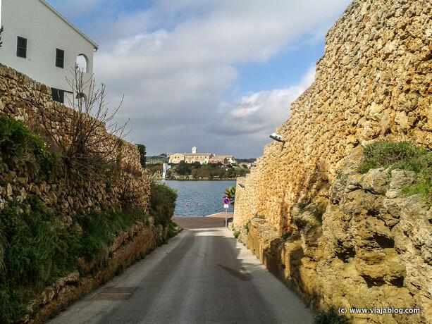 Isla del Rey desde el acceso al Muelle del Hospital en Es Castell